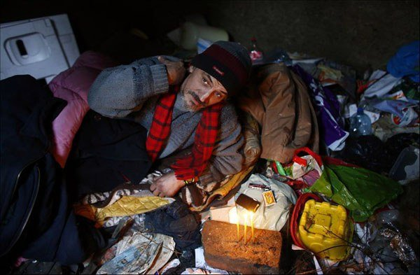 Homeless Man Live In Grave 3