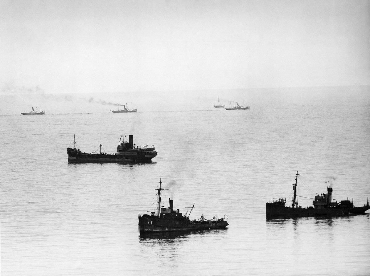 Allied minesweepers work to clear the English Channel while a convoy of evacuation ships head for Dunkirk,June 1,1940